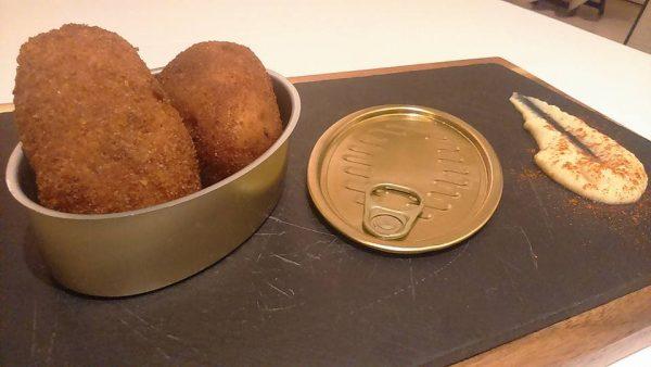 Croquetas de pringá de cocido con humus