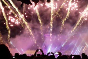 Show de fuegos artificiales y música en el cielo de Madrid