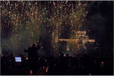 Fiesta de la luz y show de fuegos artificiales en el solsticio de invierno