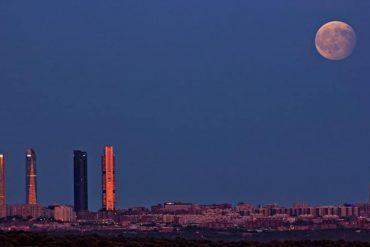 Disfruta de un eclipse lunar en el cielo de Madrid