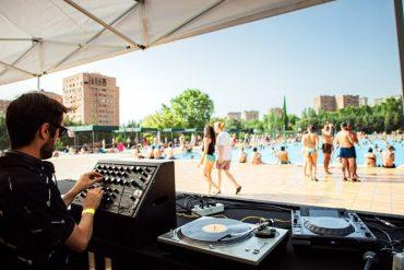Madrid suena, chapuzones y música de Djs en una piscina de Madrid
