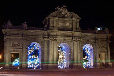 Más luces y belén en la Puerta de Alcalá en las Navidades de Madrid