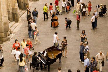 """""""Orquesta dispersa"""" trae una orquesta sinfónica a las calles de Madrid"""