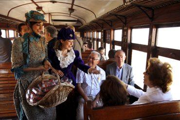 Subete al 'Tren de la Fresa' y al Tren de Cervantes'
