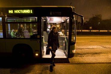 Niños y mujeres podrán bajarse donde quieran en autobuses nocturnos