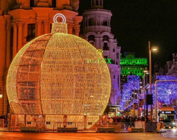 Recorre las luces navideñas de Madrid desde la Limusina de la Navidad