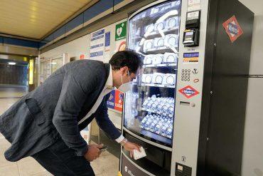 Las estaciones de Metro de Madrid venderán mascarillas e hidrogel