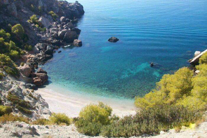 Las 15 calas paradisiacas más secretas de España