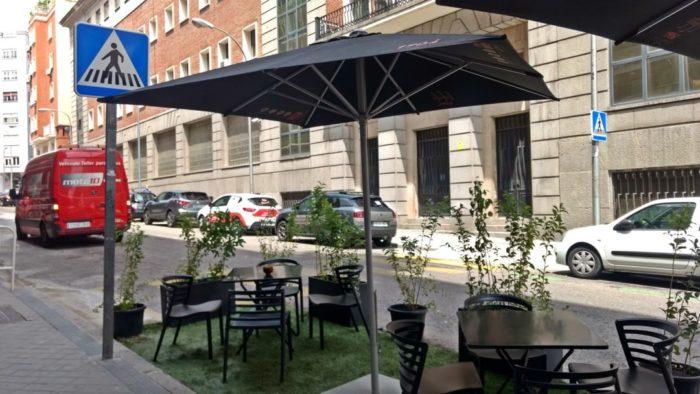 Malasaña hace el primer corte al tráfico para acoger terrazas de hostelería