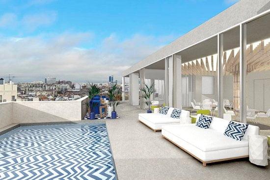 Nueva azotea del Room Mate Macarena con vistas a la Gran Vía y piscina