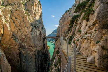 Las 8 rutas por pasarelas más espectaculares de España