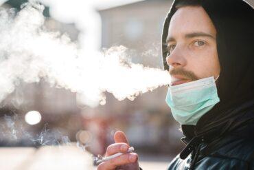La Comunidad de Madrid se plantea prohibir fumar en espacios públicos