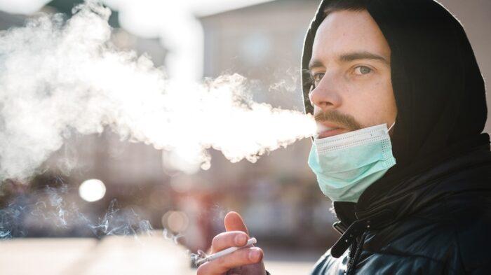 Sanidad obliga a cerrar discotecas y prohibe fumar en público