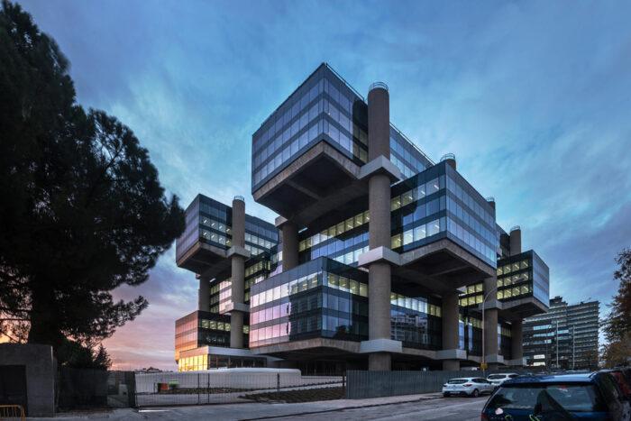 El icónico edificio Los Cubos ofrecerá gratis un show de luces led