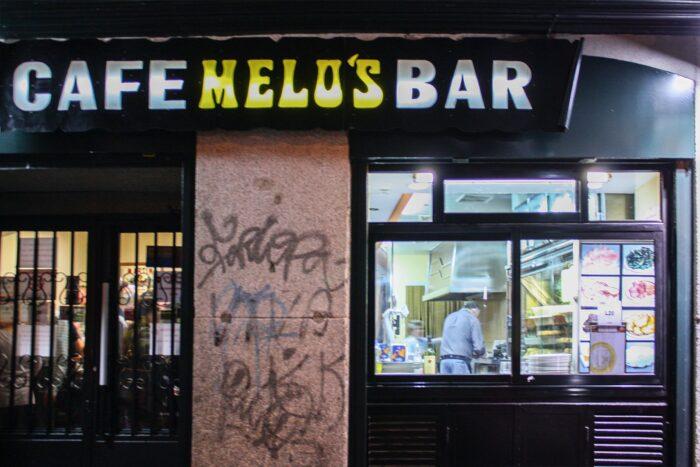El café bar Melos de Lavapiés cierra sus puertas