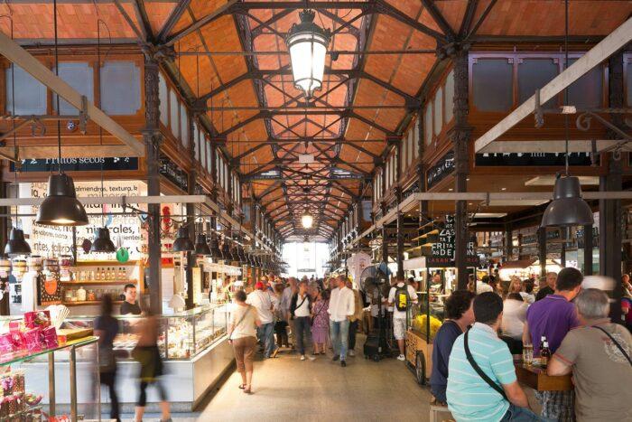 El emblemático Mercado de San Miguel cierra sus puertas