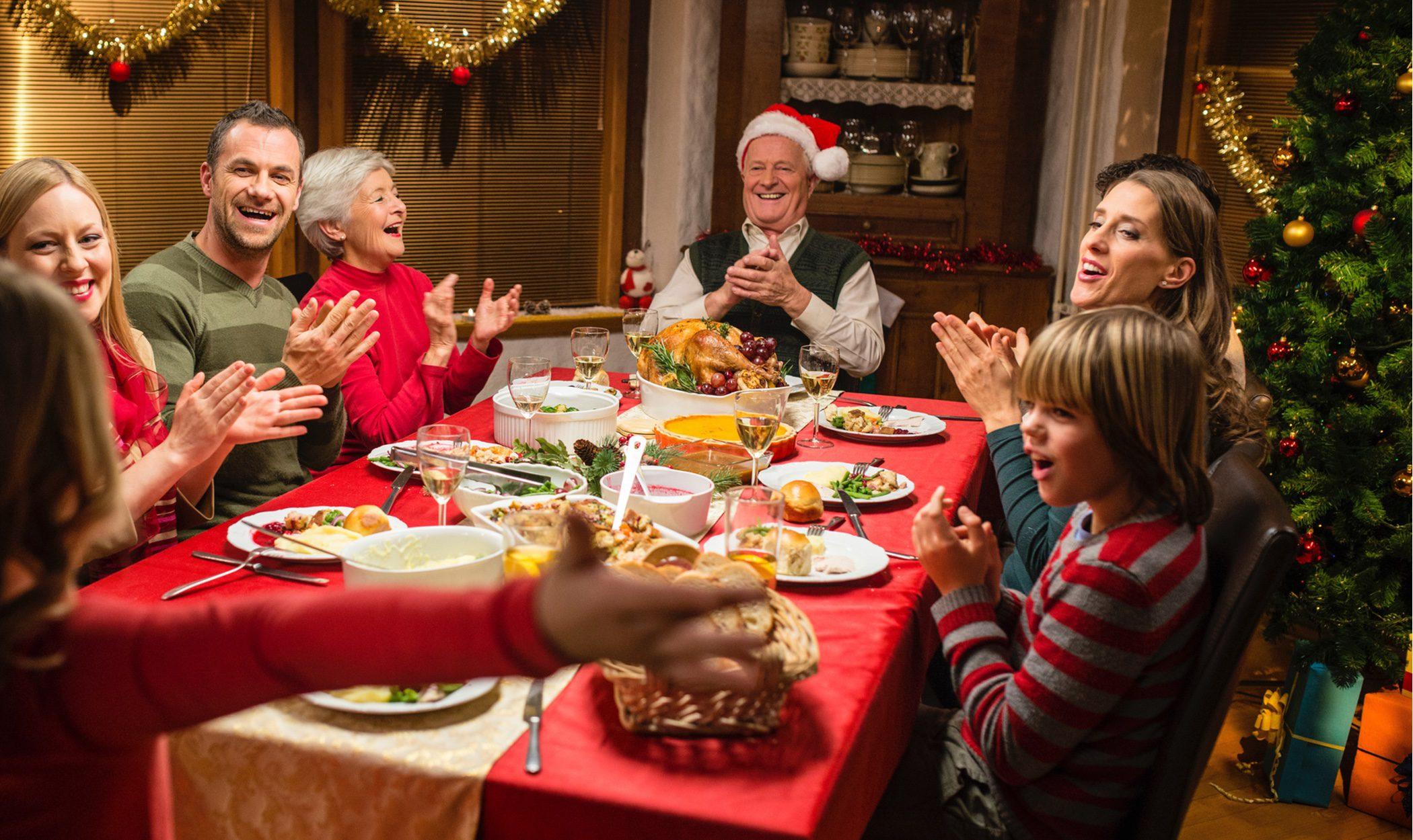 Plan sanitario para Navidad: reuniones de 6 personas y toque de queda