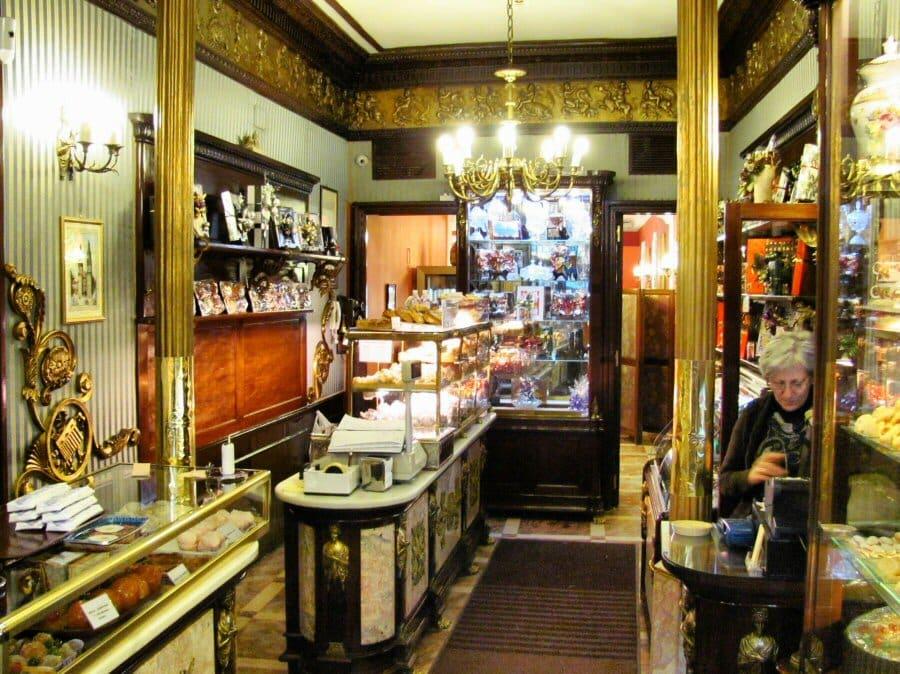 Las pastelerías centenarias con más encanto del centro de Madrid