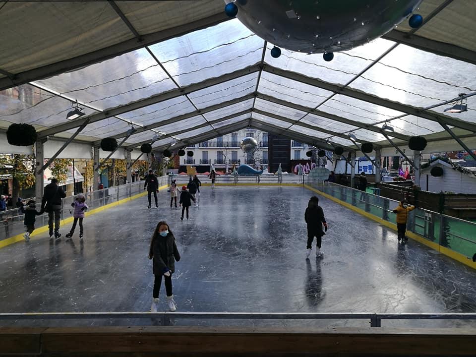 Pista de hielo y mercado navideño se instalan junto al Museo Reina Sofía