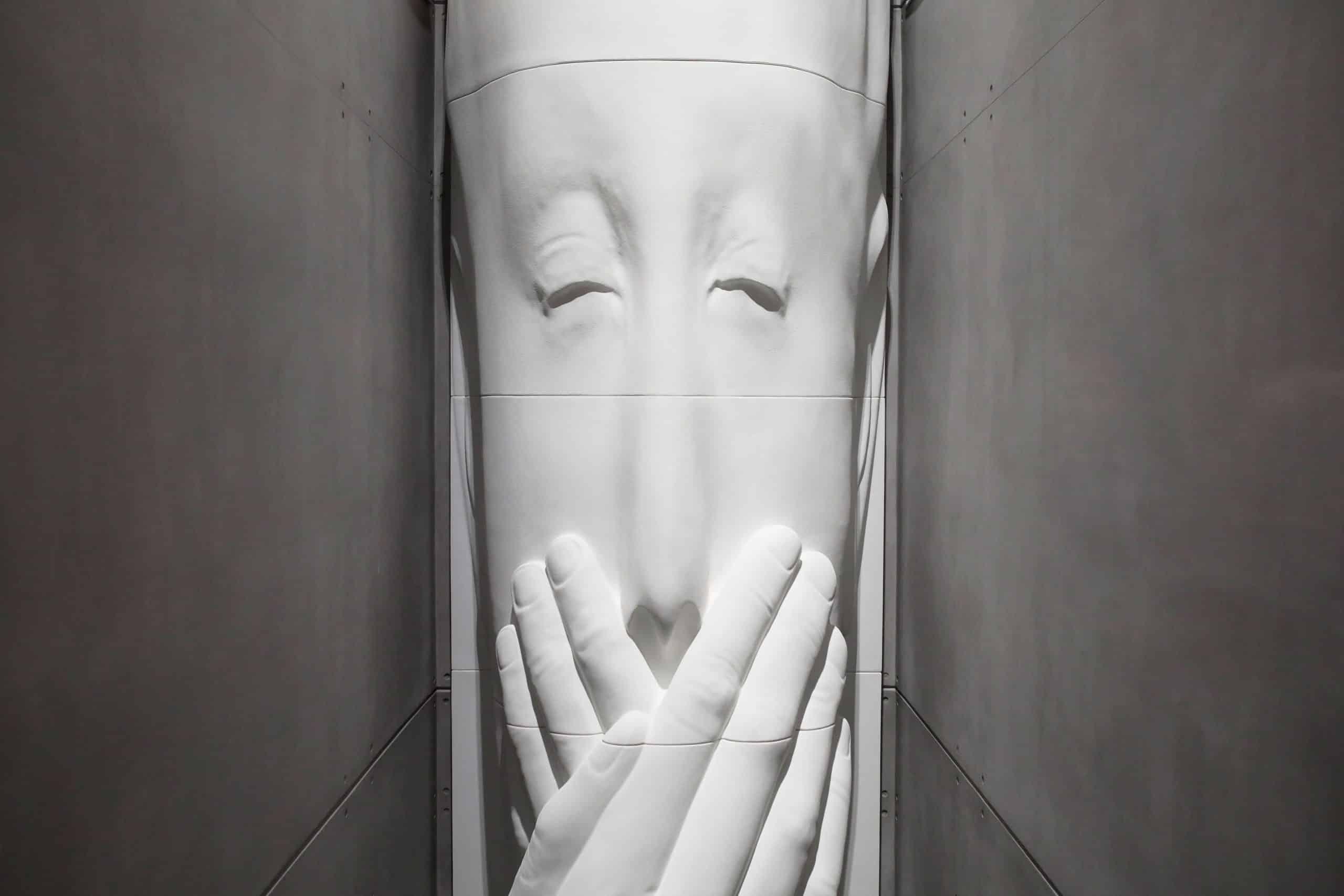 Madrid homenajea a los sanitarios fallecidos por covid con una escultura