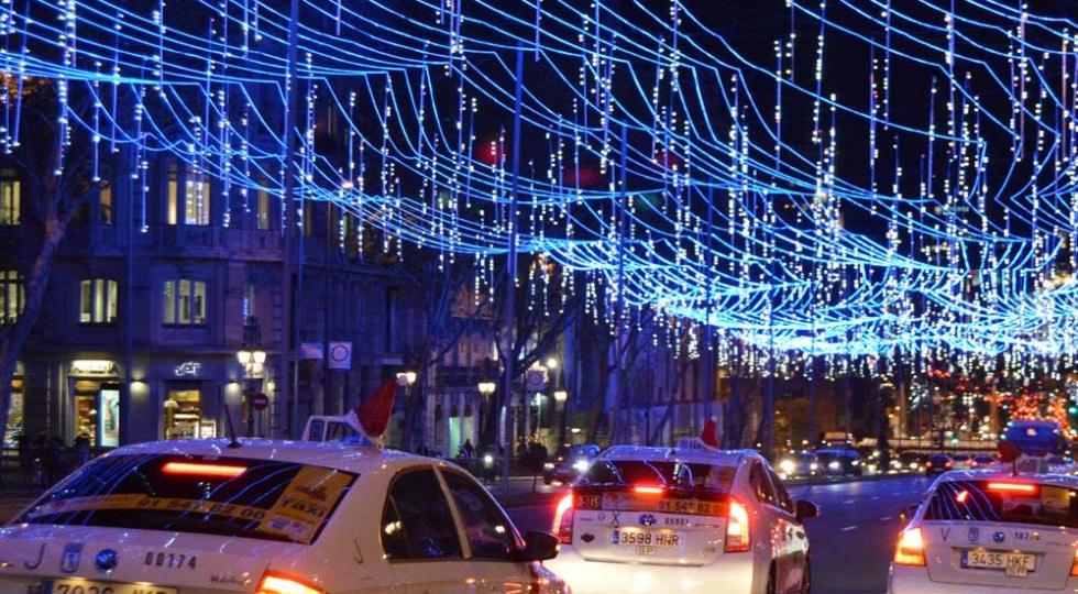 Taxiluz recorre las luces de Navidad gratis para mayores y por 40€ al resto