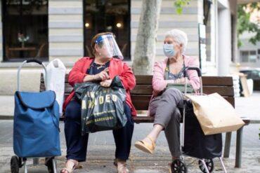 Madrid permite reunirse en casas a parejas y a personas que viven solas