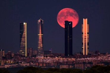 El verano arranca con la Luna de fresa 2021, la última Superluna del año